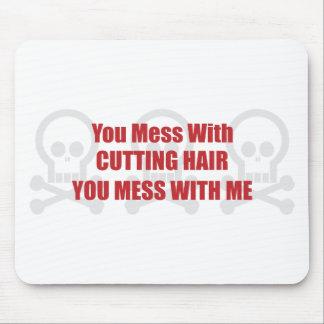 Usted ensucia con el pelo del corte que usted ensu alfombrillas de ratones
