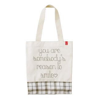 Usted es alguien razón para sonreír la bolsa de bolsa tote zazzle HEART