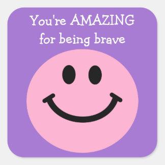 Usted es asombroso para ser cara sonriente rosada pegatina cuadrada