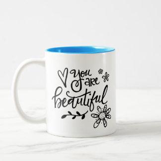 Usted es hermoso, las letras de la mano taza de café de dos colores