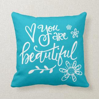 Usted es hermoso, las letras de la mano, turquesa cojín decorativo