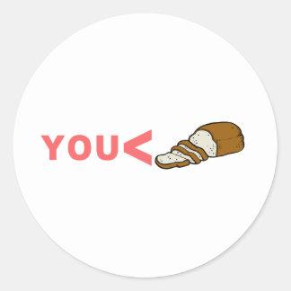 Usted es menos que la camiseta cortada del pan etiqueta redonda