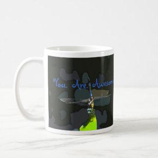 Usted es taza de café impresionante de la libélula