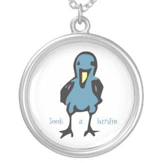 Usted es un collar de mirada divertido del pájaro