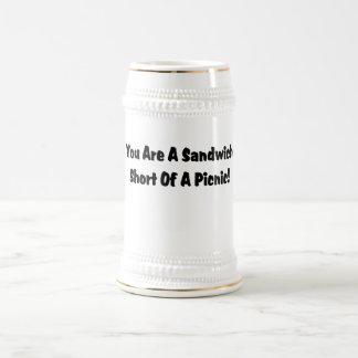 Usted es un cortocircuito del bocadillo de una com jarra de cerveza