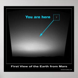 Usted está aquí - primera vista de la tierra póster