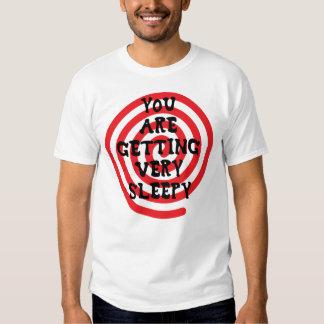 Usted está consiguiendo la camiseta muy soñolienta playeras