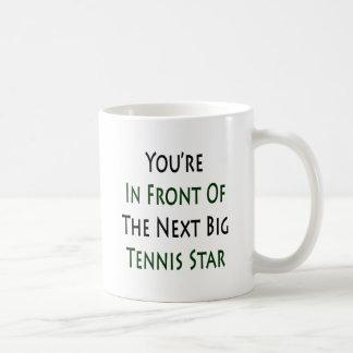 Usted está delante de la estrella de tenis grande  tazas