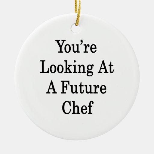 Usted está mirando a un cocinero futuro adorno redondo de cerámica