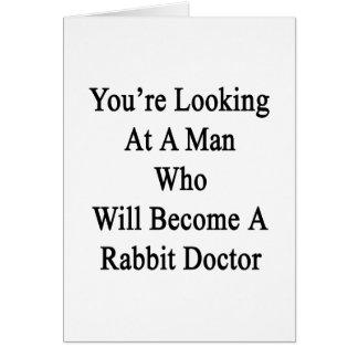Usted está mirando a un hombre que haga un conejo tarjeta de felicitación