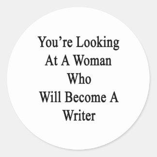Usted está mirando a una mujer que haga escritor pegatina redonda