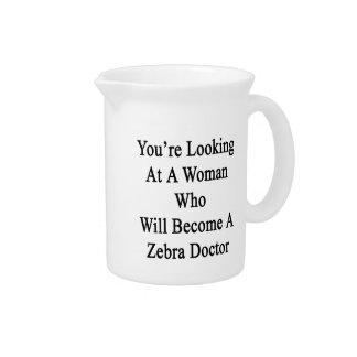 Usted está mirando a una mujer que haga una cebra jarras