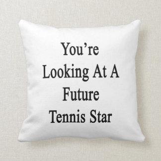Usted está mirando una estrella de tenis futura almohadas