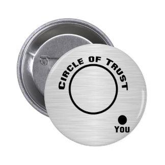Usted fuera del círculo de la confianza pin redondo de 2 pulgadas