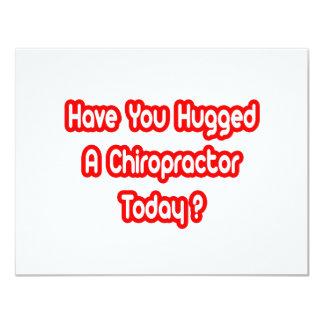 """¿Usted ha abrazado a un Chiropractor hoy? Invitación 4.25"""" X 5.5"""""""