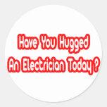 ¿Usted ha abrazado a un electricista hoy? Etiqueta Redonda