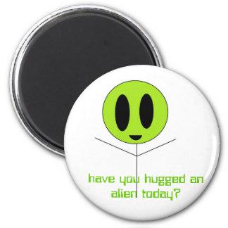 ¿usted ha abrazado a un extranjero hoy? imán redondo 5 cm