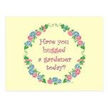 ¿Usted ha abrazado a un jardinero hoy? Postal