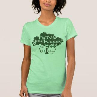 ¿Usted ha abrazado un árbol hoy? Camisetas