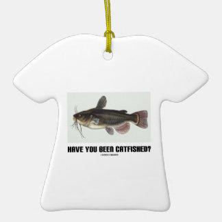 ¿Usted ha sido Catfished? (Ejemplo del siluro) Adorno De Cerámica En Forma De Playera