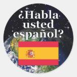 ¿Usted habla español? en español. Bandera y tierra Pegatina Redonda