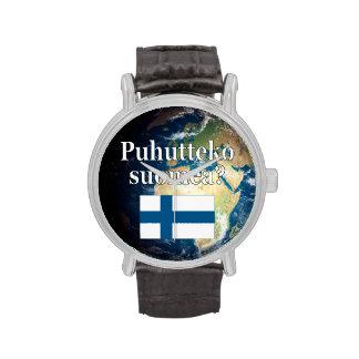 ¿Usted habla finés? en finés. Bandera y tierra Relojes De Mano
