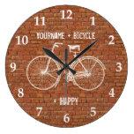 Usted más la bicicleta iguala ladrillos rojos anti relojes de pared
