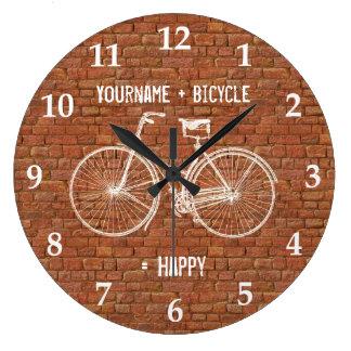 Usted más la bicicleta iguala ladrillos rojos anti reloj redondo grande