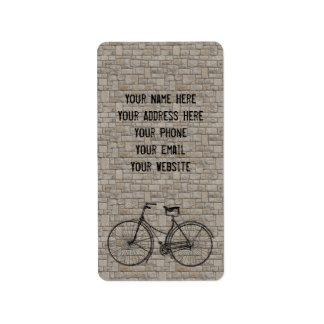 Usted más la bicicleta iguala los ladrillos antigu etiquetas de dirección