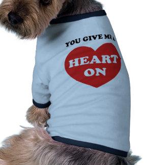 Usted me da un corazón encendido camisa de perrito