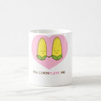 Usted me termina los pares cariñosos dulces del taza básica blanca