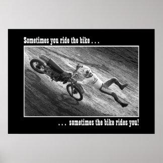 Usted monta a veces la bici… póster