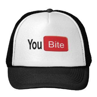 Usted muerde el gorra