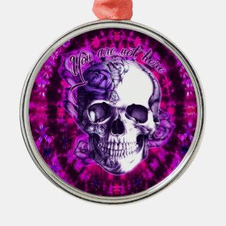 Usted no es aquí cráneo color de rosa púrpura en e ornamento de reyes magos
