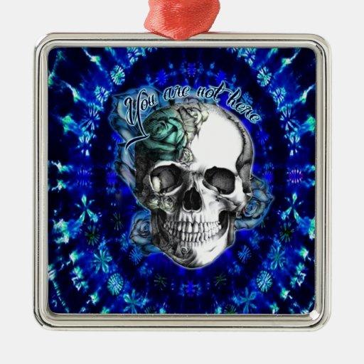 Usted no es cráneo aquí subió en el tinte azul del ornamento de navidad