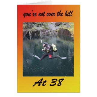 Usted no está sobre la colina en treinta y ocho tarjeta de felicitación