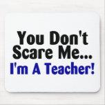 Usted no me asusta Im un profesor azul y negro Alfombrillas De Ratón