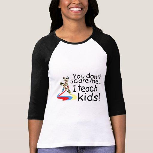 Usted no me asusta que enseño a los niños (los cre camiseta