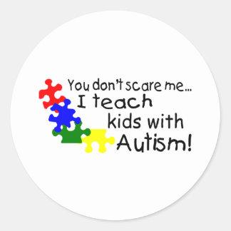 Usted no me asusta que enseño a niños con autismo pegatina redonda