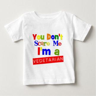 Usted no me asusta que soy un vegetariano tshirts