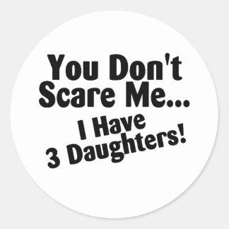 Usted no me asusta que tengo 3 hijas pegatina redonda