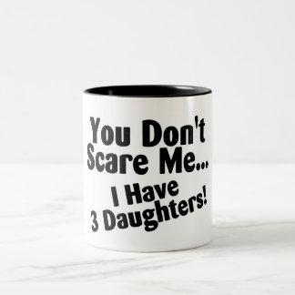 Usted no me asusta que tengo 3 hijas taza de dos tonos