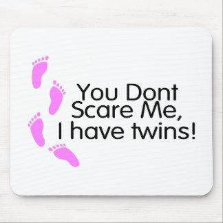 Usted no me asusta que tengo gemelos el rosa alfombrilla de raton