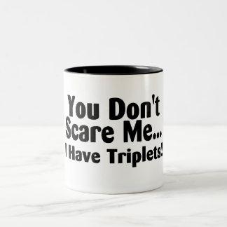 Usted no me asusta que tengo tríos taza de dos tonos