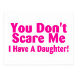 Usted no me asusta que tengo un rosa de la hija tarjetas postales