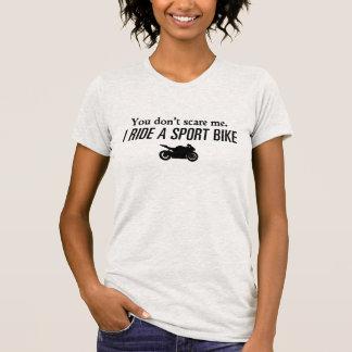 Usted no me asusta, yo monta una bici del deporte camiseta
