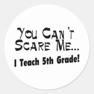 Usted no puede asustarme que enseño al 5to grado pegatina redonda