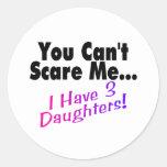 Usted no puede asustarme que tengo 3 hijas pegatina redonda