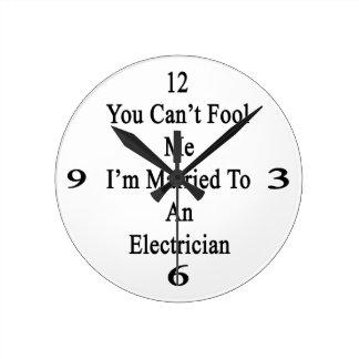 Usted no puede engañarme que estoy casado con un e reloj redondo mediano