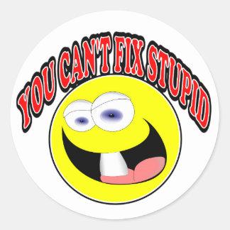 Usted no puede fijar estúpido pegatina redonda